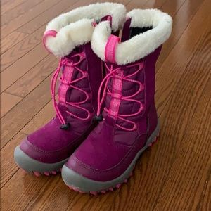 Adorable girls snow boots size 13